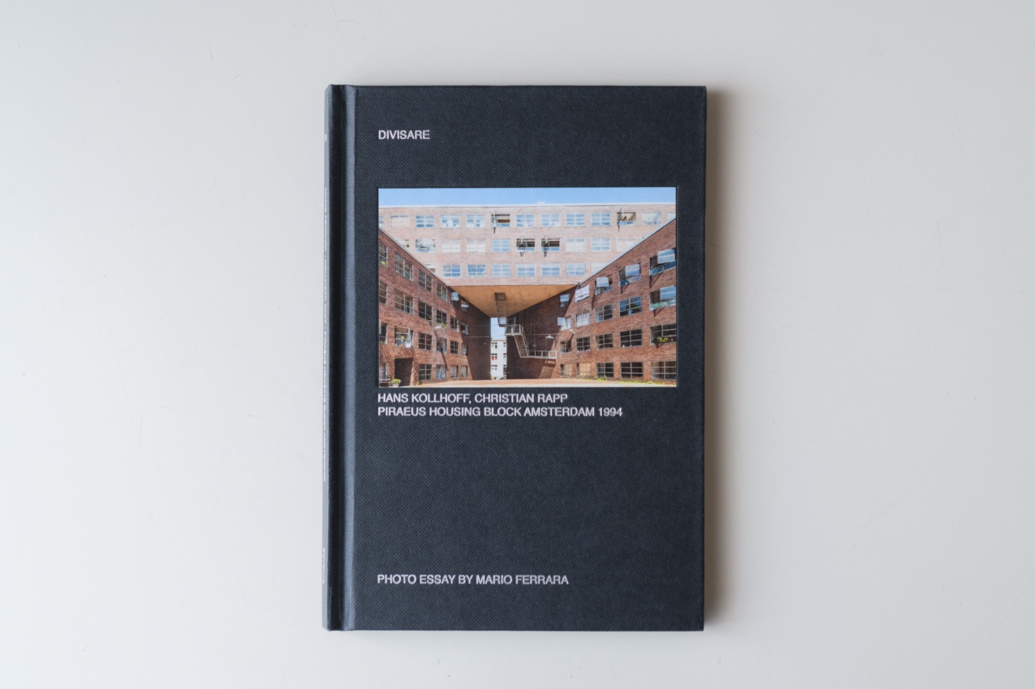 Hans Kollhoff & Christian Rapp<br>Piraeus housing block<br>Amsterdam 1994