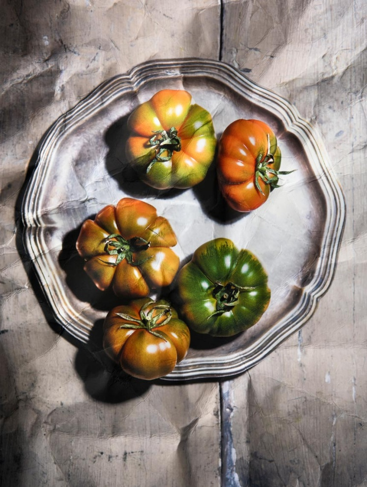 Ritratto di pomodori (Portrait of tomatoes) - 2018 Tiratura variabi1e 1/7 Carta Photo Rag fine art Cotone 100%  Limited edition 1/7 Photo Rag fine art 100% Cotton paper