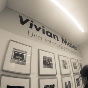GENTE CHE GUARDA LA GENTE CHE  VIVIAN MAIER FOTOGRAFAVA...