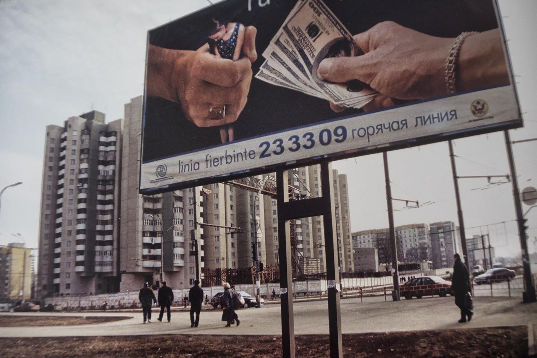 Chisinau - Cartellone di denuncia contro la tratta delle bianche Chisinau - complaint placard against white slaves trade